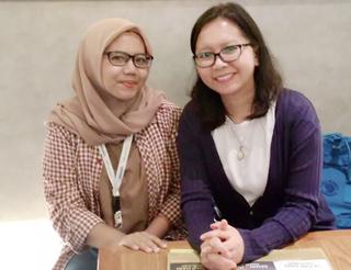 Ema (l) en Kiky, twee bloggers